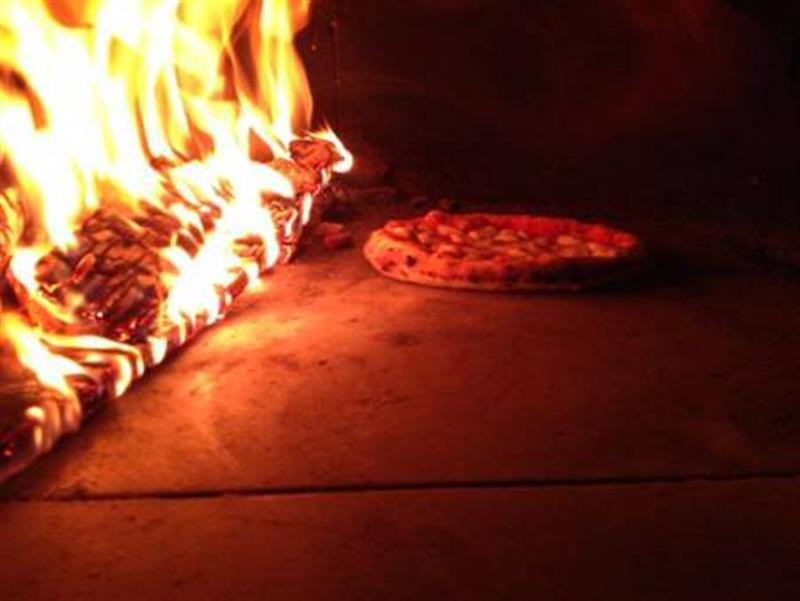 78 Pizza In Oven 800 600p Zio Ciro Forni A Legna All